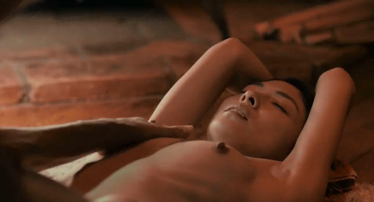 森口彩乃が両手を縛られて乳首を舐められるシーン