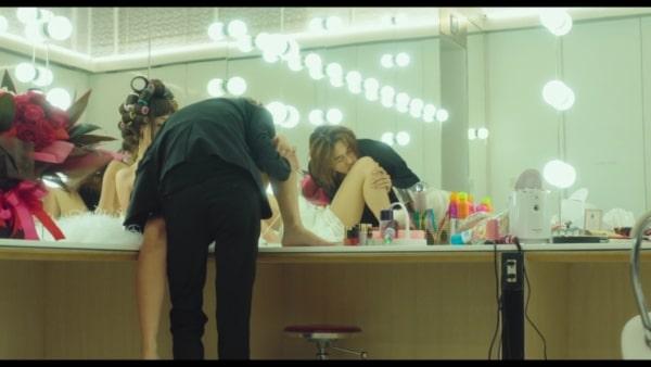 鏡の前で沢尻エリカを押し倒す窪塚洋介