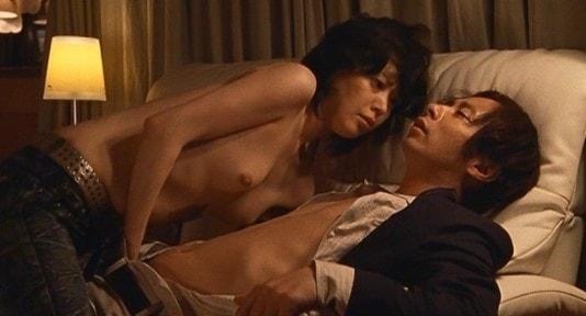 佐々木ユメカがいしだ壱成のチンコを手コキするシーン