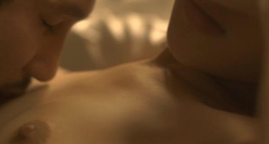 乳首を舐められる柳英里紗