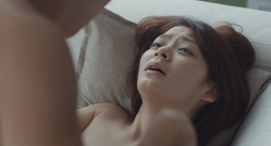 正常位でセックスする田畑智子