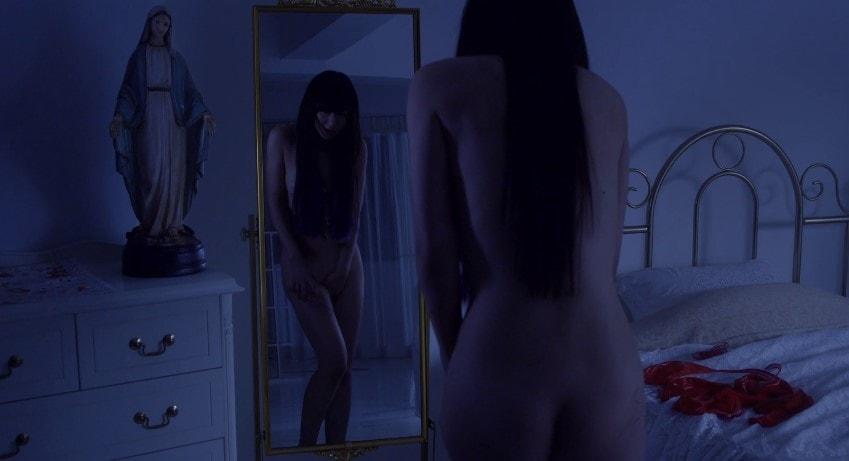 鏡の前でオナニーをする吉住はるな