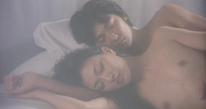 裸で抱き合う板谷由夏と村上淳