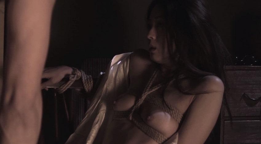 緊縛姿でおっぱいと乳首を晒す祥子