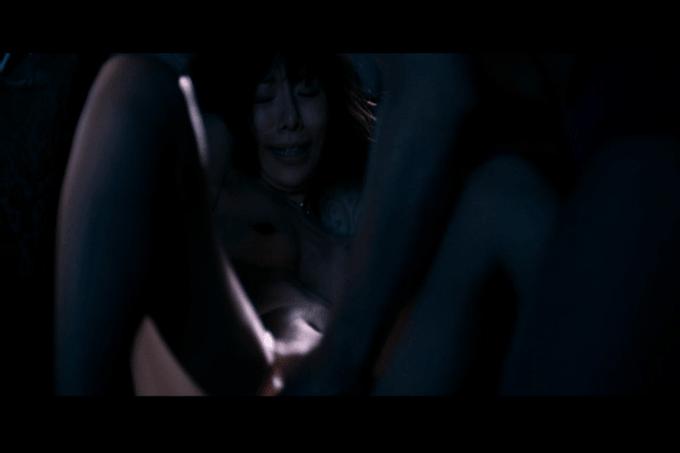 桜井ユキが松坂桃李に手マンされて悶えるシーン