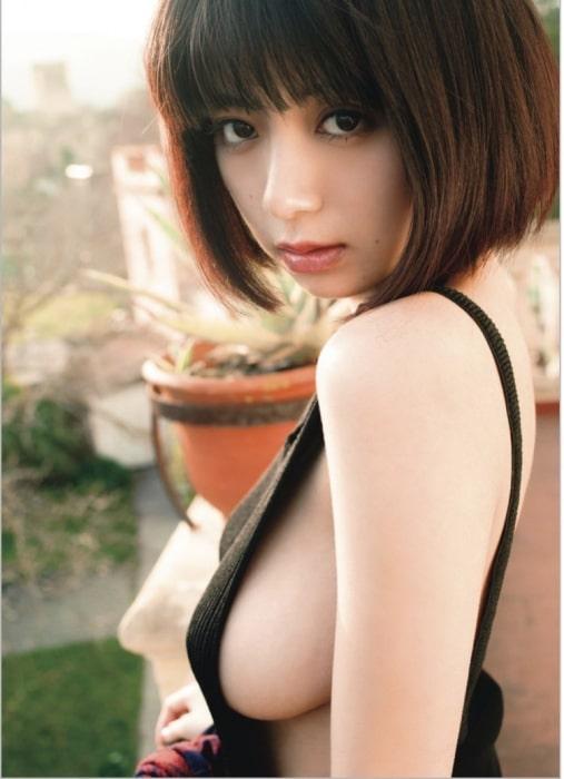 池田エライザ横乳