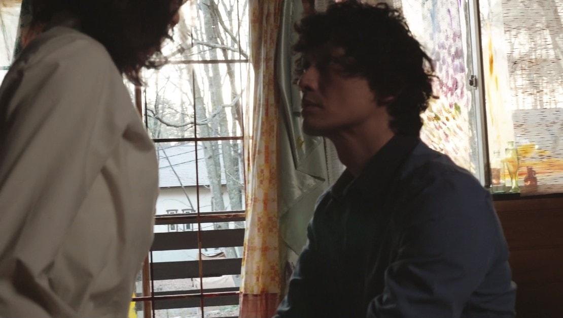 安藤政信が永夏子のパンツを脱がすシーン