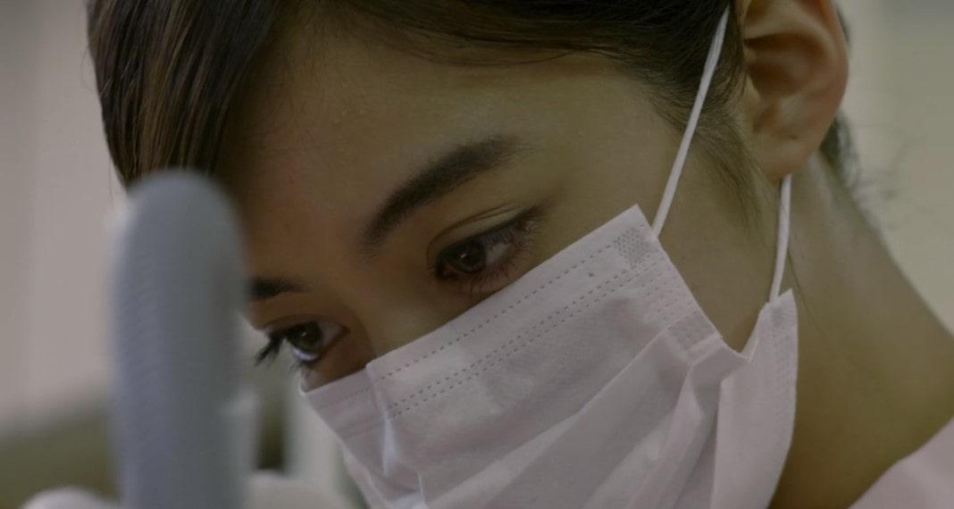 歯科医師池田エライザの着衣おっぱい