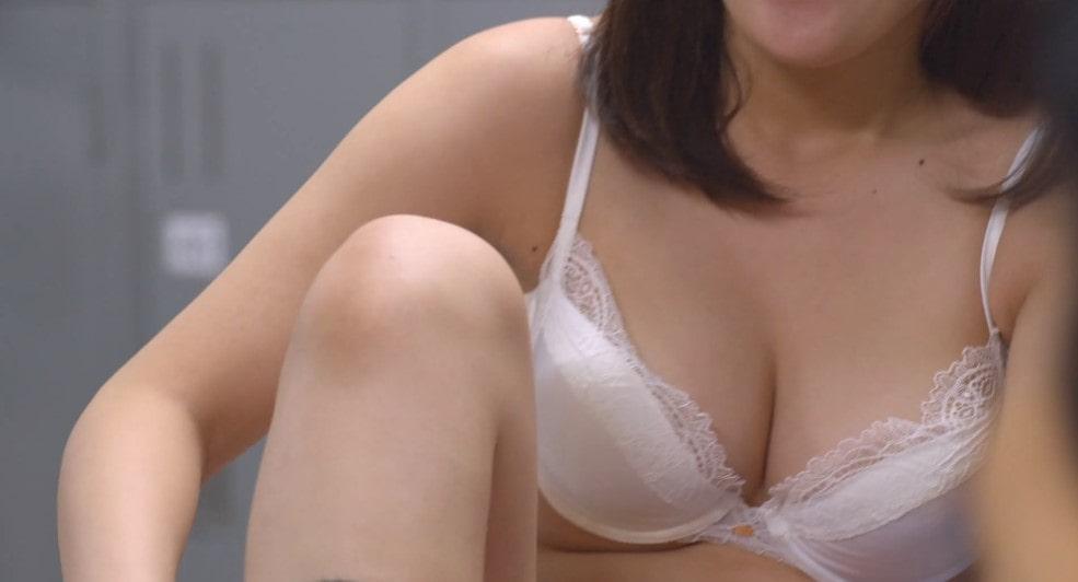 真野恵里菜・池田エライザのパンチラシーン