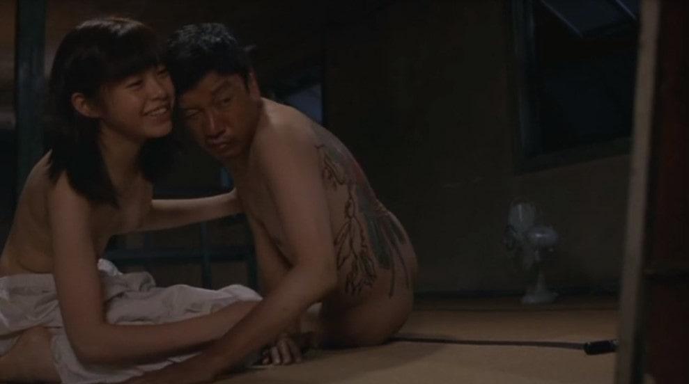 小沢まゆと奥田瑛二の濡れ場シーン