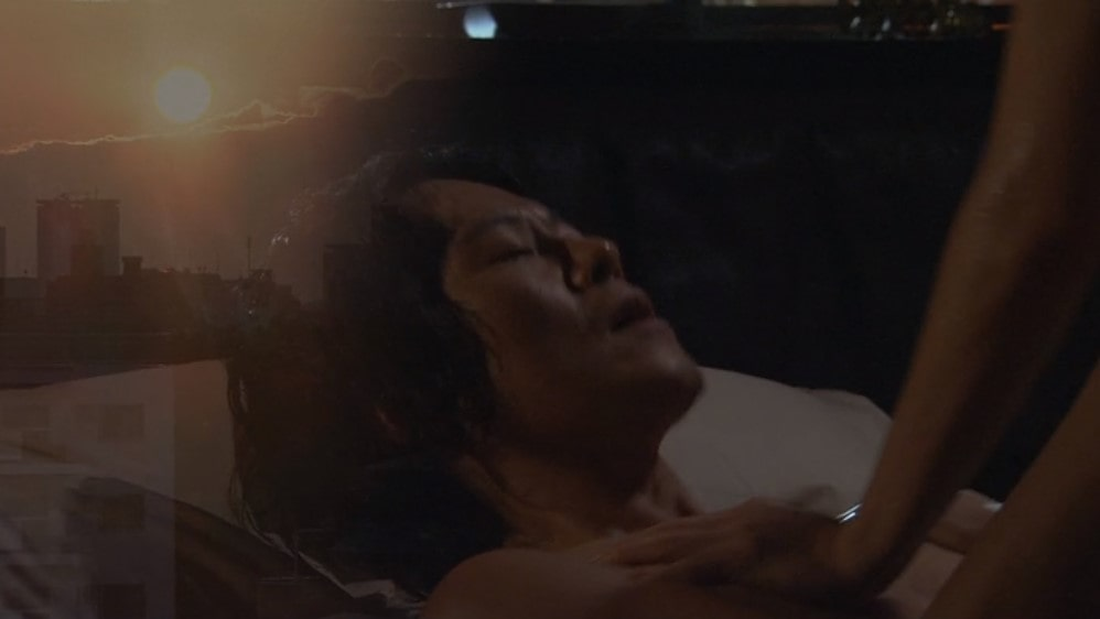 寺島しのぶと騎乗位セックスをする豊川悦司