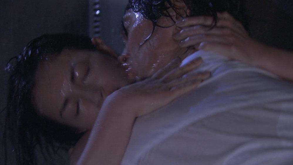 長谷川京子と佐々木蔵之介の濡れ場シーン