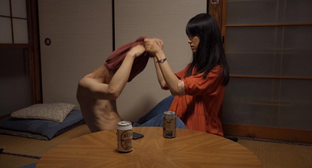 高良健吾の服を脱がす初音映莉子