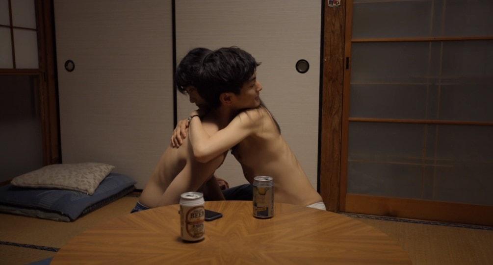 裸で抱き合う初音映莉子と高良健吾