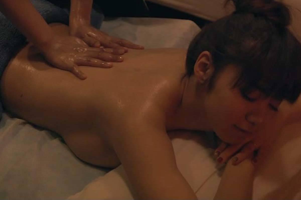 池田エライザヌード横乳